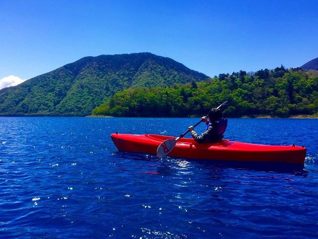 「カヌー(canoe)」サンダルの形状は「カヌー」の形状