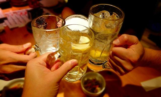 若い世代へは飲み会に誘うのも気を遣う