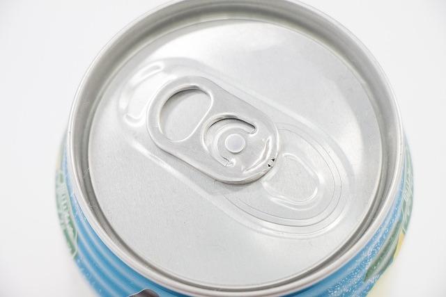 潔癖症は缶の飲み口(プルタブ付近)を拭く